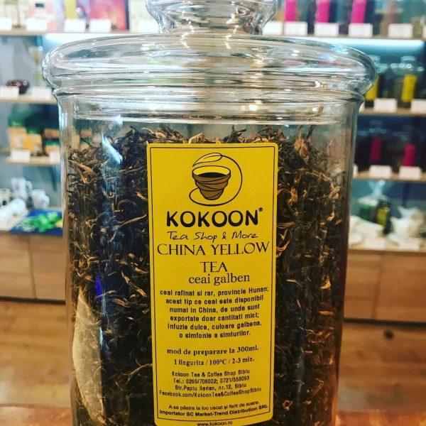 ceai galben in borcan de sticla